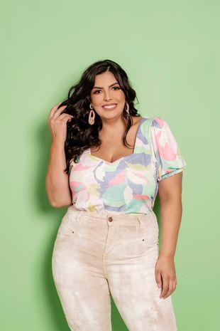 blusa-estampada-manga-curta-com-franzido-plus-size-ana-maya-curves