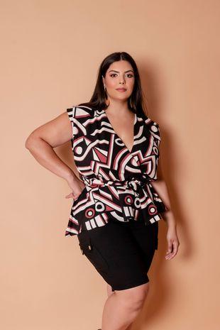blusa-estampa-geometrica-transpassada-com-fivela-plus-size