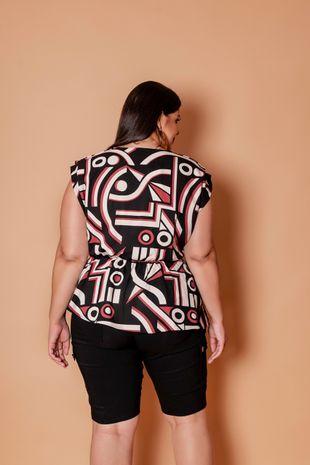 blusa-estampa-geometrica-transpassada-com-fivela-plus-size1