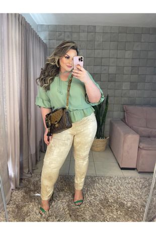 blusa-plus-size-lisa-com-vazado-maya-curves