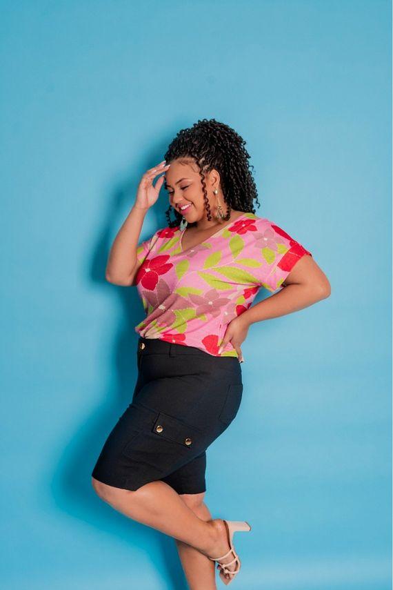 blusa-plus-size-estampada-decote-v-manga-curta-ana-maya-curves-2